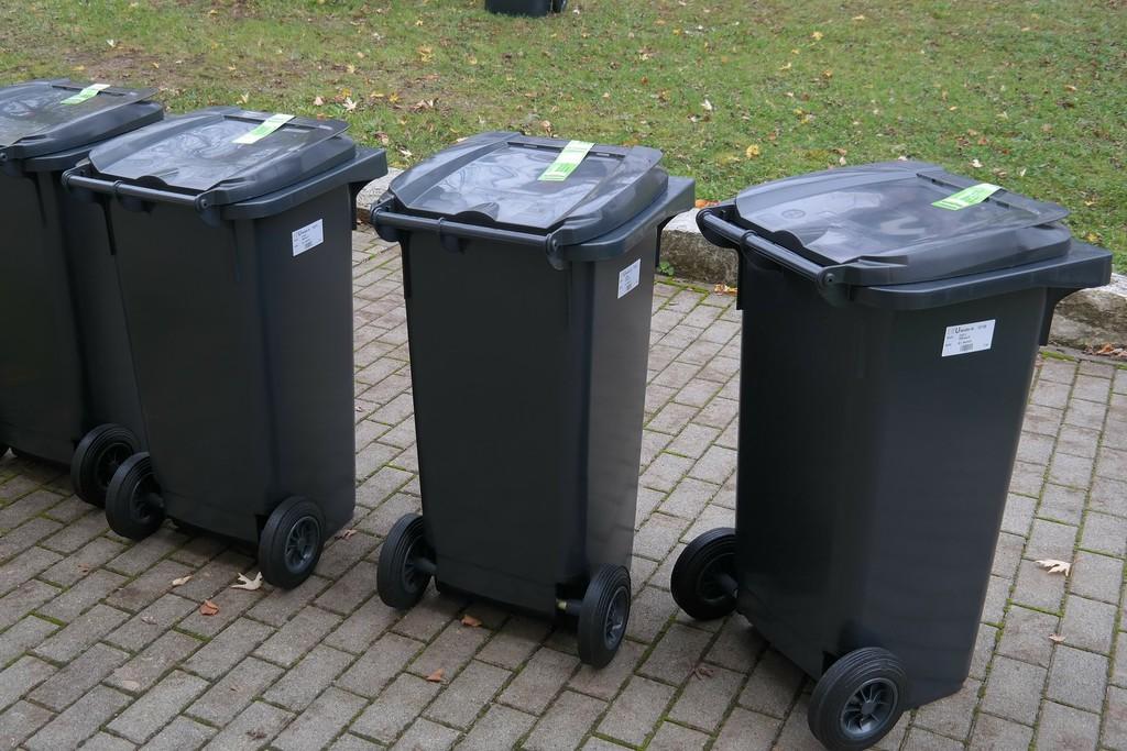 garbage-can-231875_1920.jpeg