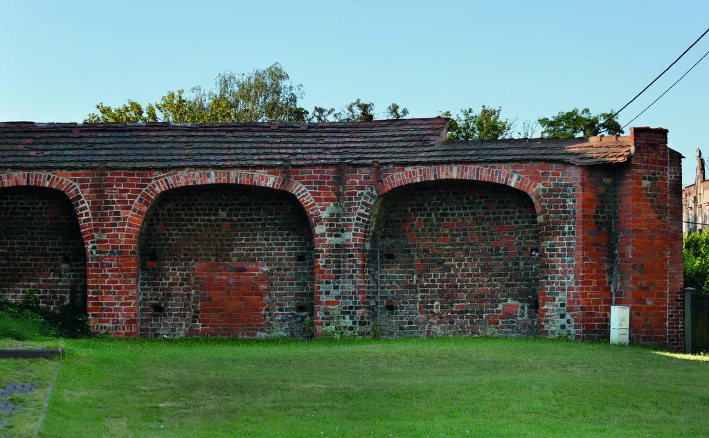 009  Fragment średniowiecznego muru obronnego.jpeg