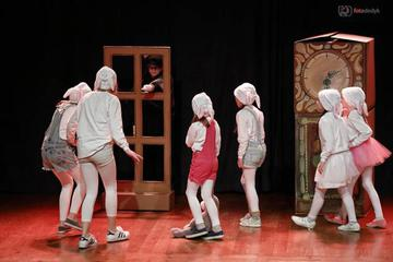 Galeria Dzieci zawładnęły sceną Miejskiego Domu Kultury